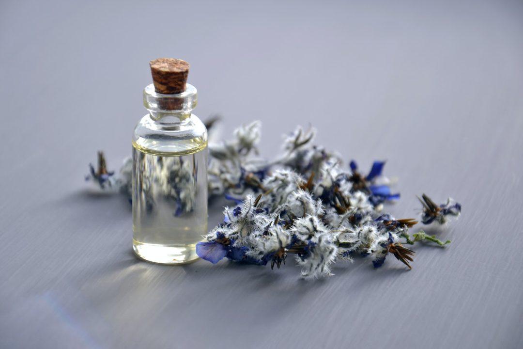 olejek lawendowy zastosowania - aromaterapia