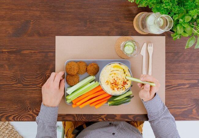 Z czym jeść Hummus? Najlepsze składniki